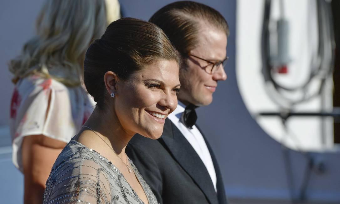 A princesa Victoria e o príncipe Daniel TT NEWS AGENCY / REUTERS