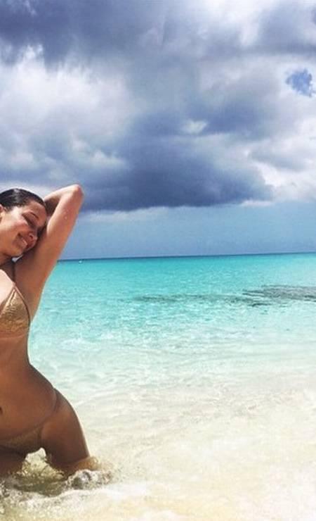 Que DNA o da família Hadid! Bella, a irmã de 18 anos de Gigi, mostrou que não fica muito atrás da irmã quando o assunto é beleza. A também modelo dividiu com seus seguidores do Instagram suas aventuras nas ilhas Turks e Caicos Foto: Instagram