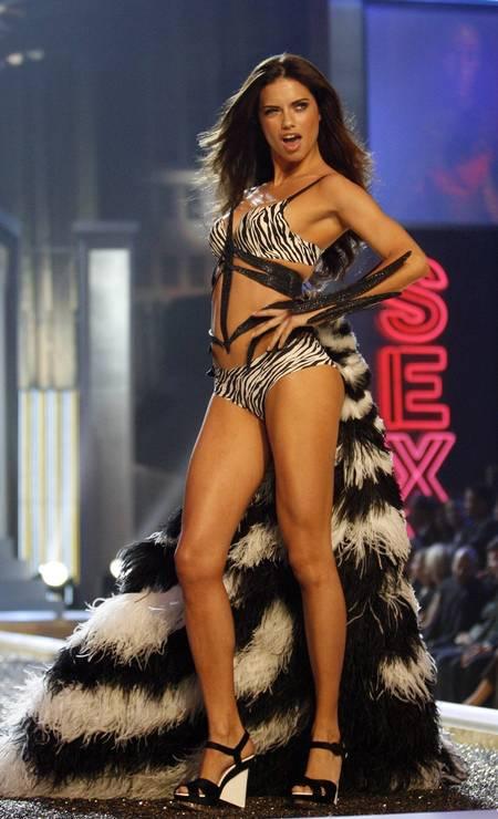 Mais de Adriana Lima na passarela da Victoria's Secret Foto: Mario Anzuoni / Reuters