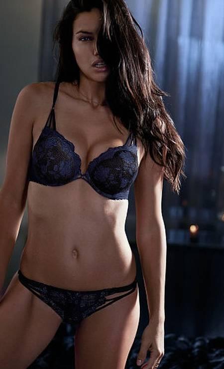 Estrela absoluta do time de angels da Victoria's Secret, a baiana Adriana Lima costuma exibir suas curvas nos catálogos e campanhas da marca Foto: Divulgação