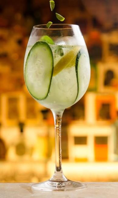 Baretto-Londra: o Tiquitonic leva pepino, gomos de limão siciliano e laranja, licor de laranja, finalizado com folhas de manjericão frescas (R$40) Lipe_Borges / Divulgação