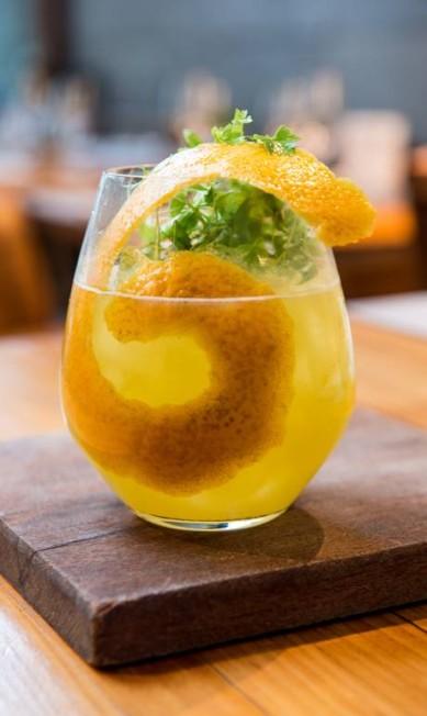 Bazzar: O Lara leva vodca, laranja-da-baía e brotos de coentro (R$ 34) Tomas Rangel / Divulgação