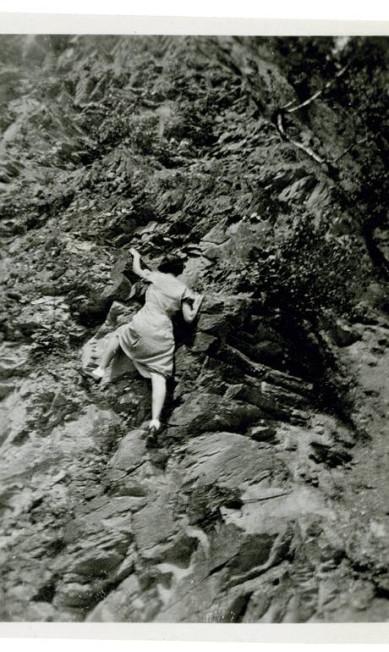Mulher escalando Divulgação / Peter J Cohens collection