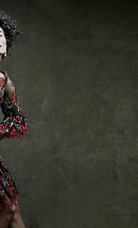 Vestido (preço sob consulta) e bolsa (preço sob consulta) Dolce & Gabbana. Brincos Antonio Bernardo (R$ 26.600) Foto: Daniel Mattar