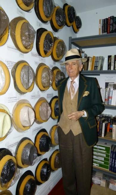 Em casa, com a coleção de chapéus: etiquetas indicam qual é apropriado para cada estação Luiza Barros
