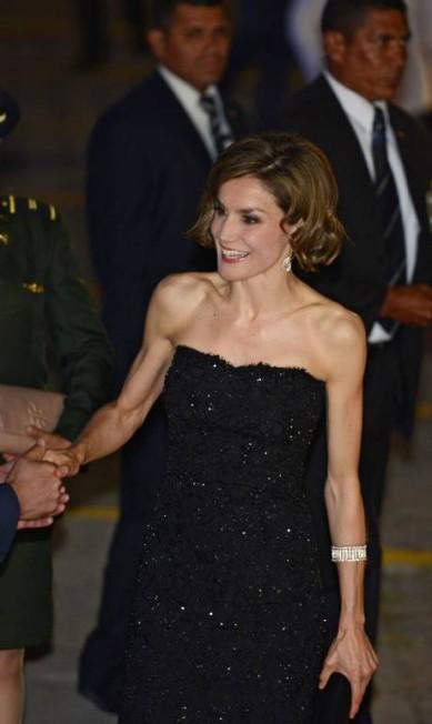 A espanhola, de 42 anos, usou um tomara que caia que evidenciou a pouca quantidade de gordura de seu corpo ORLANDO SIERRA / AFP