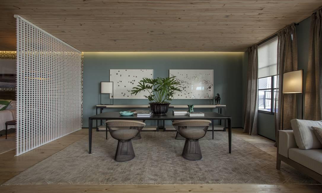 A Casa 11, criada por Esther Giobbi, foi pensada para um morador que viaja e gosta de arte. O piso e teto foram revestidos em pinus ecológico Divulgação