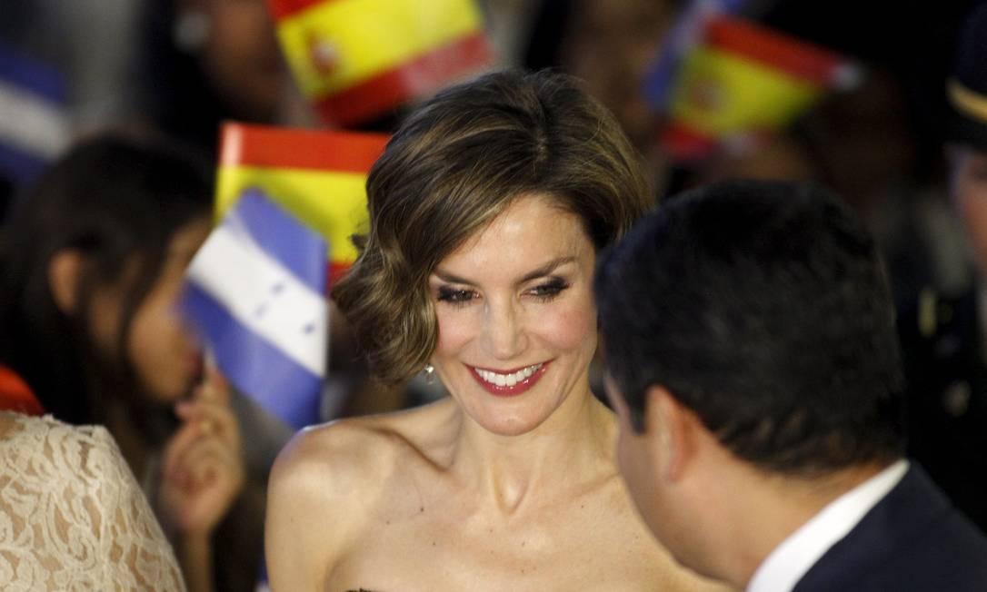 A espanhola, de 42 anos, usou um tomara que caia que evidenciou a pouca quantidade de gordura de seu corpo JORGE CABRERA / REUTERS