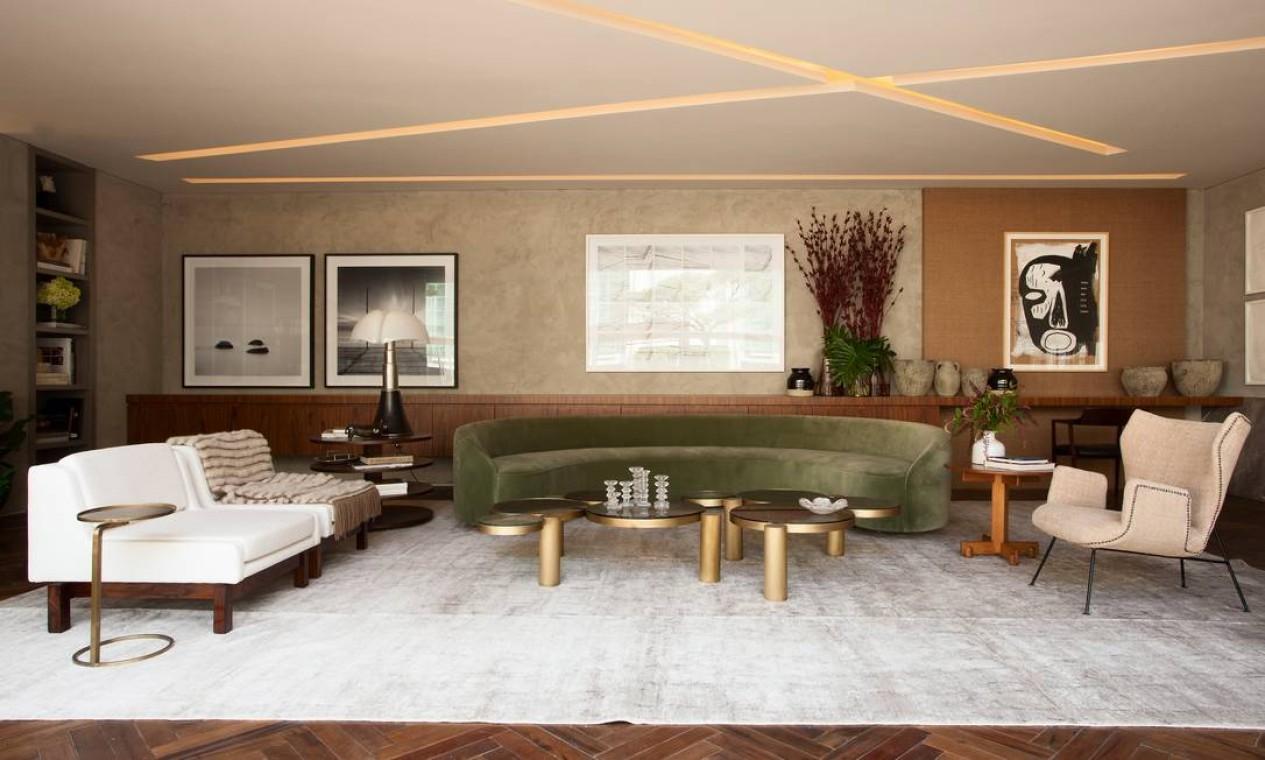 O Living do Colecionador Brasileiro, de Flavia Gerab, conta a história do mobiliário moderno do Brasil, que começou a ser desenhado e produzido na década de 1950 Foto: Levi Mendes Jr / Divulgação