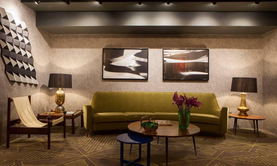 No Lounge Vintage, dos arquitetos Antônio Ferreira Junior e Mario Celso Bernardes, o destaque fica por conta do tapete art déco Foto: Levi Mendes Jr / Divulgação