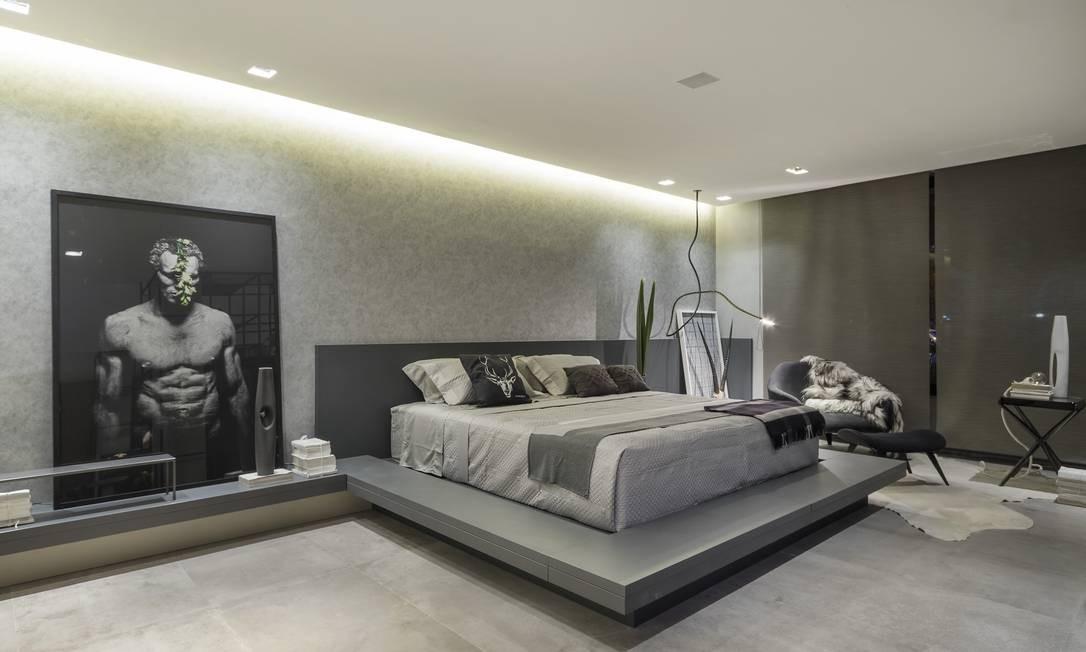 Inspirado no minimalismo do arquiteto Mies van der Rohe, Leo Shehtman priorizou a economia de cores e linhas nos 215m² da Casa P&B Rafael Renzo / Divulgação