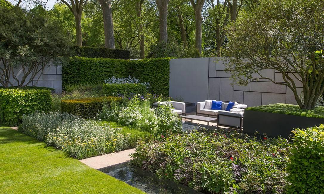 """6) O espaço patrocinado pelo jornal """"Telegraph"""" foi inspirado pelo movimento De Stijl. Ele reflete a forte geometria retilínea com blocos e apresenta também cores primárias vibrantes eternizadas por Mondrian. O trabalho é de Marcus Barnett Divulgação / Royal Horticultural Society"""