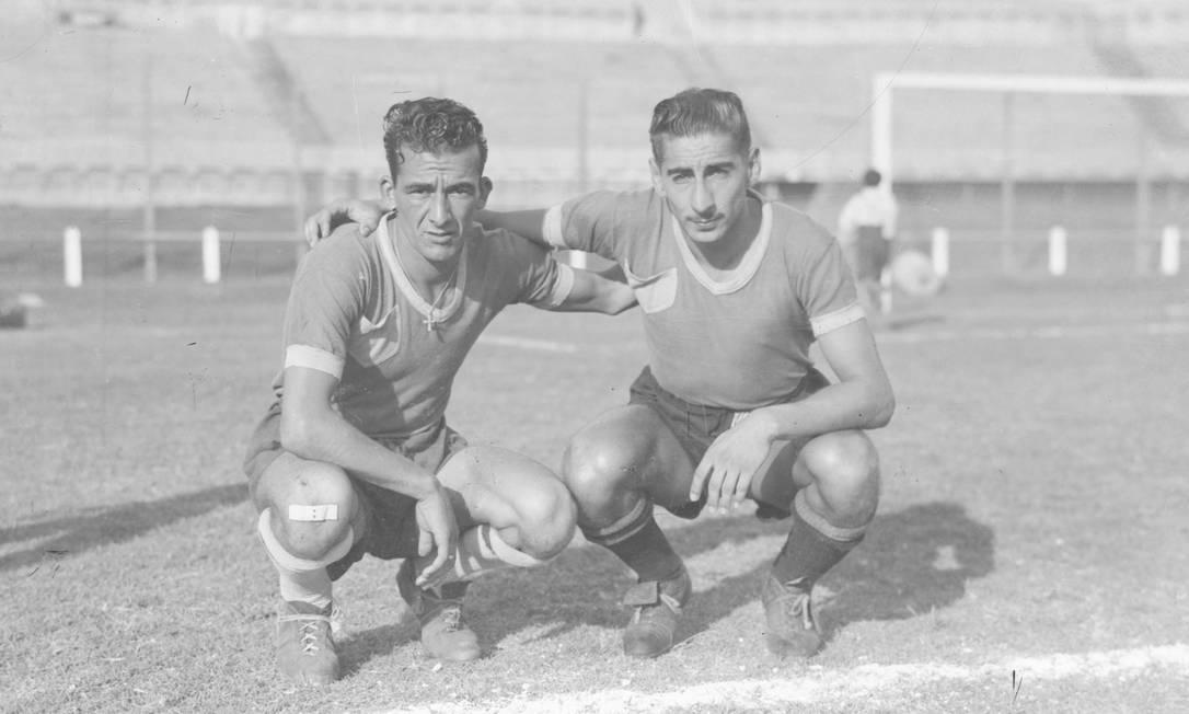 Alcides Ghiggia (à direita, de bigode): herói do título do Uruguai em 1950 Agência O Globo