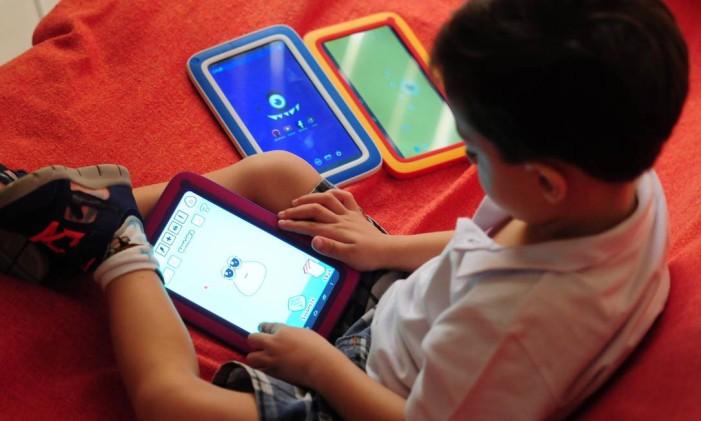 Como limitar tablets nas mãos de crianças Foto: Marcio Oliveira / Agência O Globo