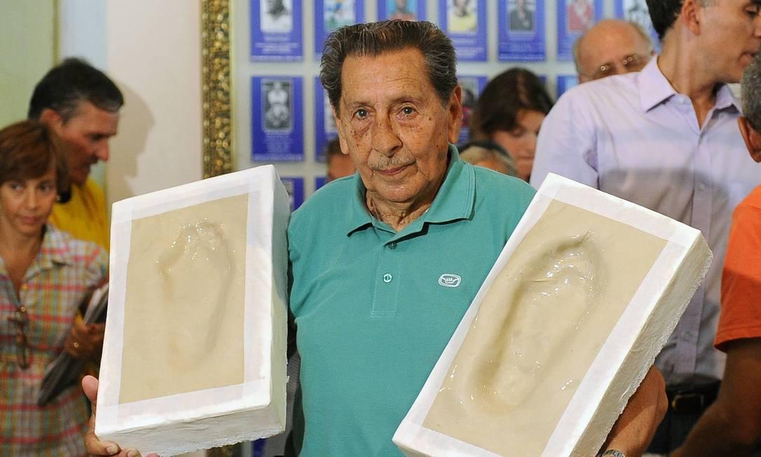 Em 2009, Ghiggia deixou seus pés na Calçada da Fama do Maracanã VANDERLEI ALMEIDA / AFP