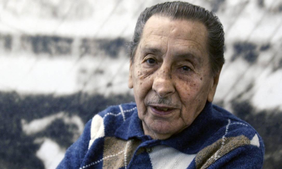 O ex-atacante uruguaio em visita ao Museu do Futebol, em Montevidéu PANTA ASTIAZARAN / AFP