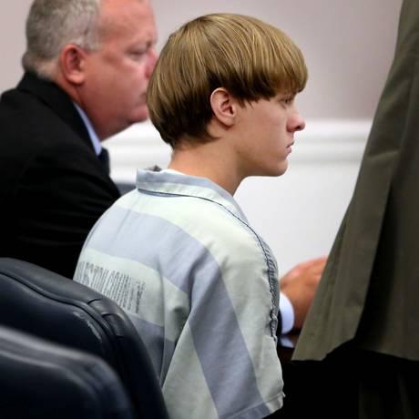 Dylann Roof, de 21 anos, durante audiência nesta quinta-feira. Ele é acusado de nove homicídios Foto: Grace Beahm / AP / 16/07/2015