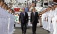 Em revista. Os presidente francês, François Hollande, e mexicano Enrique Peña Nieto, chegam a Marselha: críticas à vista