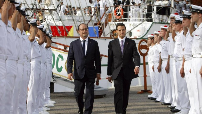 Em revista. Os presidente francês, François Hollande, e mexicano Enrique Peña Nieto, chegam a Marselha: críticas à vista Foto: REUTERS/15-7-2015