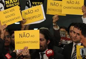 Protesto. Deputados descontentes com a gestão de Cunha fazem manifestação na Câmara Foto: Jorge William