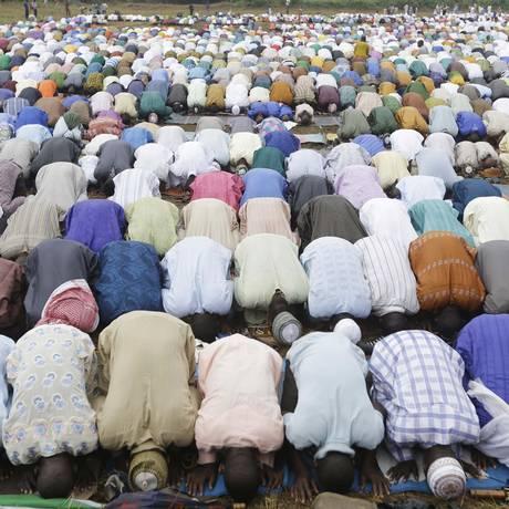 Muçulmanos participam do Eid al-Fitr, em Lagos, Nigéria Foto: Sunday Alamba / AP