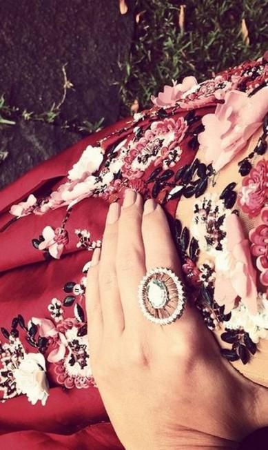 Detalhes do look todo trabalhado de Patricia Bonaldi Reprodução Instagram