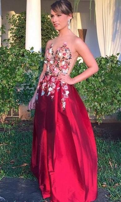 A estilista Patricia Bonaldi caprichou no vestido para a cerimônia... Reprodução Instagram