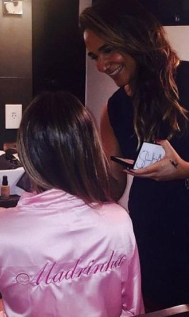 Mais cedo, Fê Paes Leme já havia revelado que estava sob os cuidados da maquiadora Erica Monteiro, se preparando para a festa Reprodução Instagram