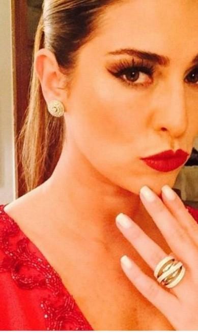 Todo poder ao vermelho! A madrinha Fernanda Paes Leme mostrou que apostou no sex appeal para a cerimônia Reprodução Instagram