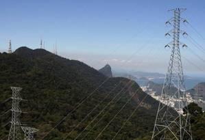 Linha de transmissão de energia no Rio de Janeiro Foto: Custódio Coimbra / O Globo