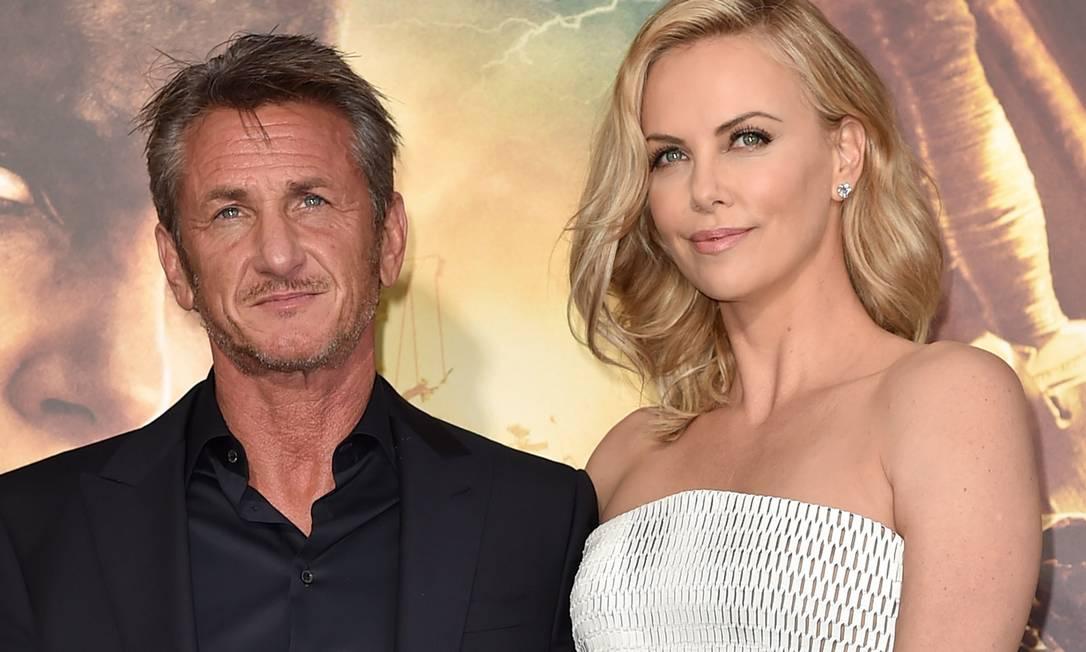 """""""Deixando de lado que Sean é meu parceiro, ele é o amor da minha vida"""", disse Charlize à """"Elle"""" britânica KEVIN WINTER / AFP"""