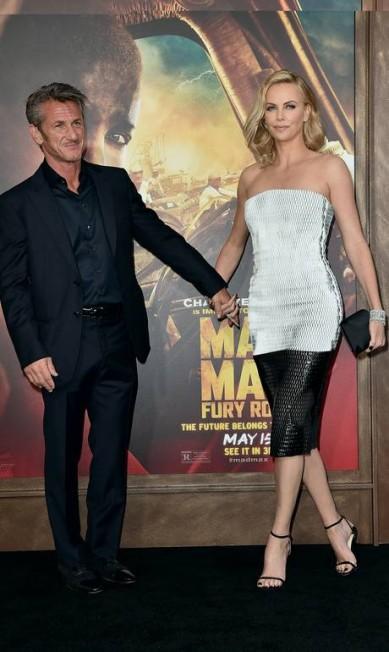 Mais de Sean Penn e Charlize Theron KEVIN WINTER / AFP