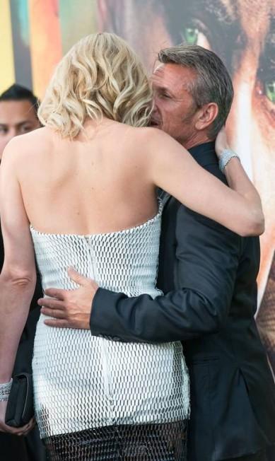 Mais de Sean Penn e Charlize Theron no tapete vermelho VALERIE MACON / AFP
