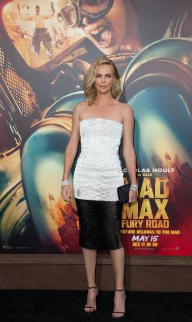 Charlize Theron vestiu Dior na première do filme VALERIE MACON / AFP