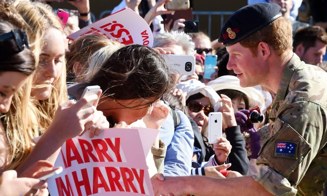 As fãs estavam animadas com a presença de Harry DEAN LEWINS / AFP