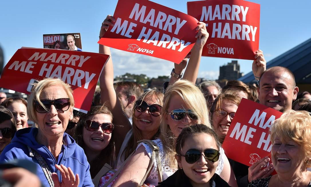 As australianas estavam empenhadas mesmo em mudar o estado civil de Harry SAEED KHAN / AFP