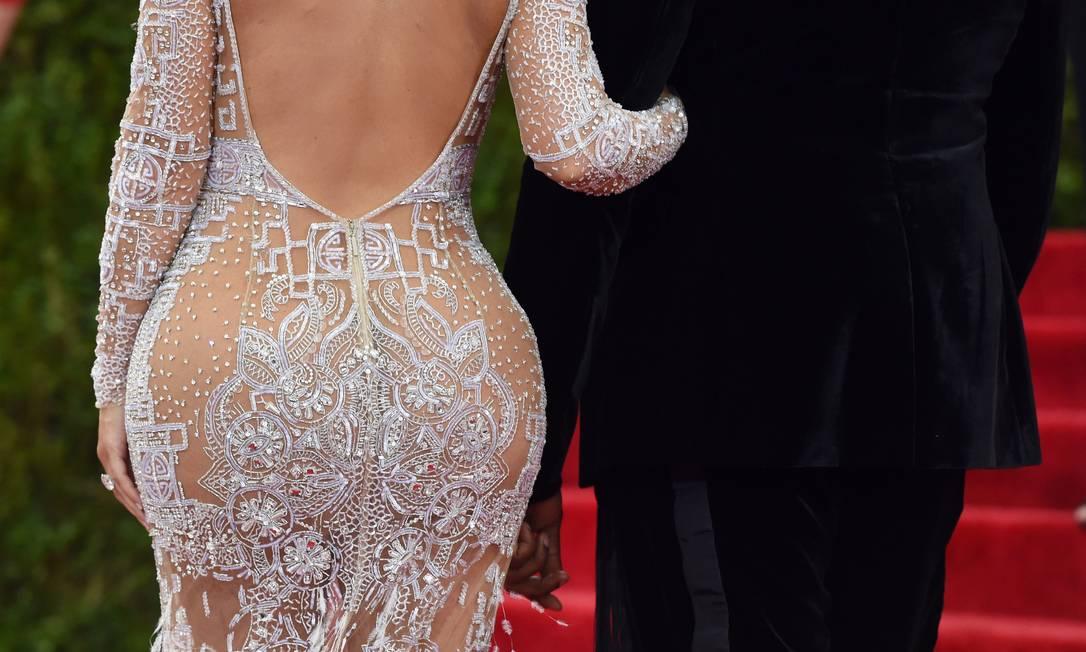 Zoom no observado - e comentado - bumbum de Kim Kardashian TIMOTHY A. CLARY / AFP