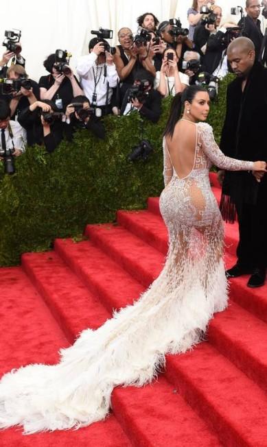 Mais de Kim Kardashian, ao lado de Kanye West, no MET Gala TIMOTHY A. CLARY / AFP