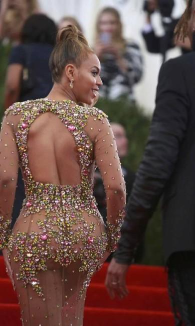 """Beyoncé também """"causou"""" com seu longo transparente e justo ANDREW KELLY / REUTERS"""