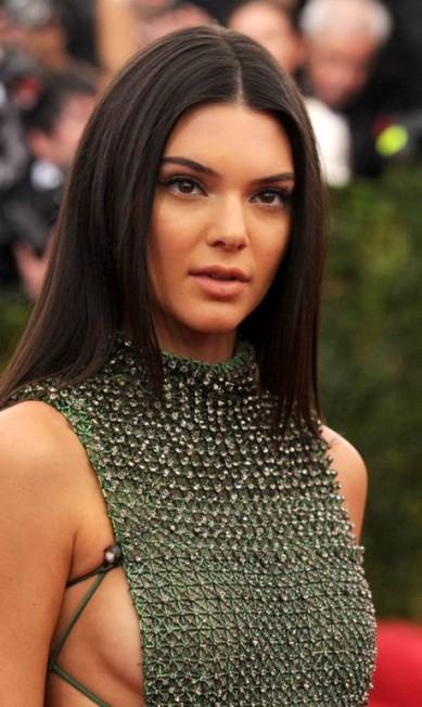 O recorte do look de Kendall Jenner, irmã de Kim Kardashian Evan Agostini / Evan Agostini/Invision/AP