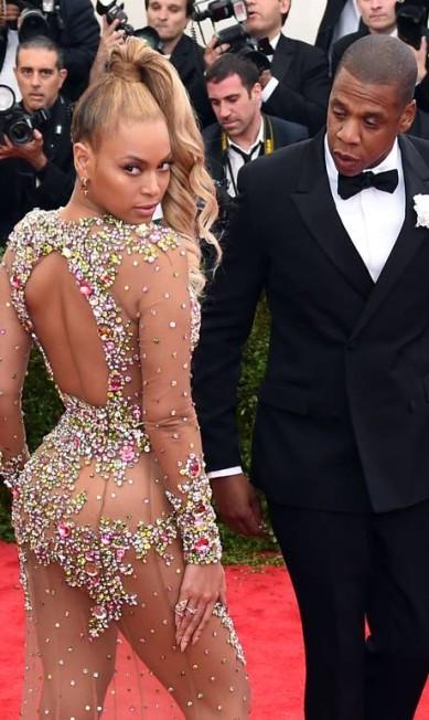 Nem Jay-Z conseguiu se controlar diante do look - e das curvas - de Beyoncé, sua mulher TIMOTHY A. CLARY / AFP