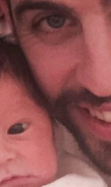 Sasha, filho de Shakira e do jogador de futebol Gerard Piqué, foi apresentado ao mundo menos de 10 dias depois de nascer no Instagram do pai Instagram