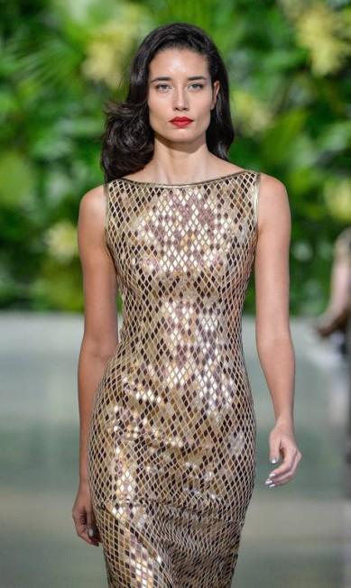 Patricia Viera foi outra estilista que apostou na cor para o Verão 2016, usando o tom em um vestido de escamas Ze Takahashi / Agência Fotosite