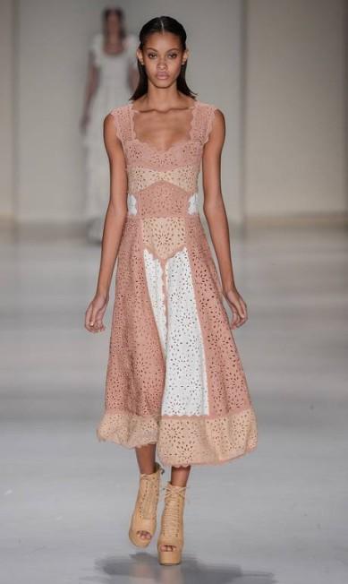 A Lolitta trouxe uma coleção romântica para o verão 2016. A marca usou crochês e rendas em uma proposta jovem e fresca Ze Takahashi / Agência Fotosite