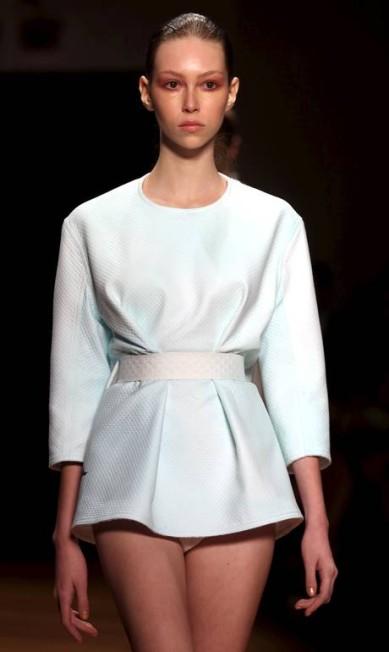 Alexandre Herchcovitch mostrou sua coleção para o verão 2016 no Instituto Tomie Othake. O estilista optou por cores mais básicas e materiais inusitados, como a pelúcia PAULO WHITAKER / REUTERS