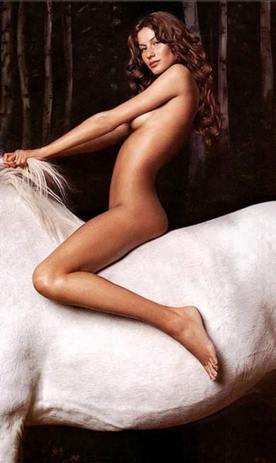"""Em 2000, Gisele, com apenas 19 anos, fez um clique nua em cima de um cavalo branco para a """"Vanity Fair"""" Reprodução/Vanity Fair"""