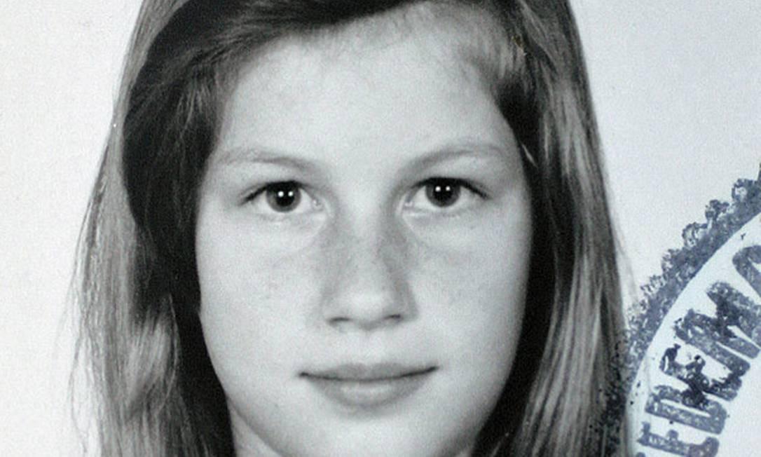 Em 1990, com apenas 10 anos. Ela nem imaginava que seria uma das modelos mais bem pagas do mundo. Terceiro / Divulgação