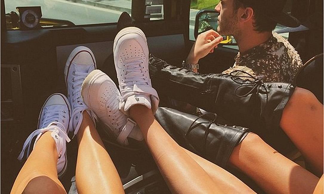 A turma de Kendall optou por calçar tênis e bota: conforto é prioridade © Kendall Jenner Instagram