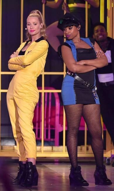 Iggy Azalea e Jennifer Hudson também tiveram seu momento no palco KEVIN WINTER / AFP