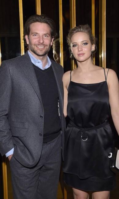 """E a festa continuou... Após a exibição do filme """"Serena"""", eles trocaram de roupa para uma festinha Jamie McCarthy / AFP"""